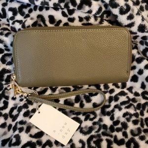 Double zipper wristlet wallet
